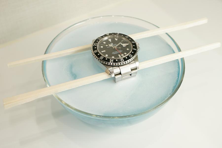 腕時計のメタルバンドの掃除は「ポリデント」が一番!