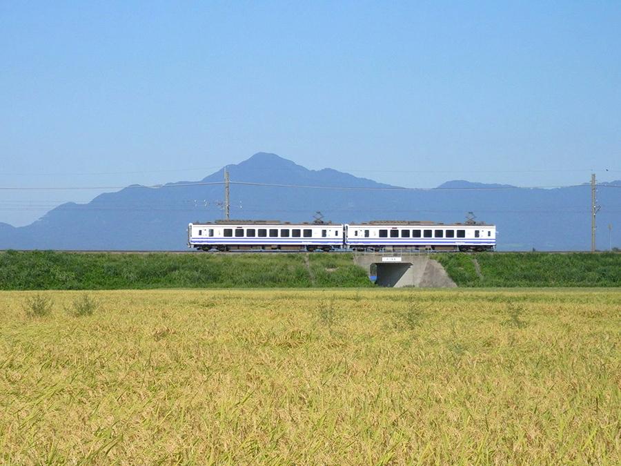 日本のほぼ半分の列車に乗れる! 三連休限定のフリーパス