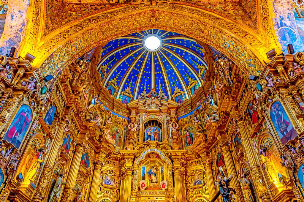 【エクアドル】「独自の宗教芸術が花開いた、南米最古の教会」