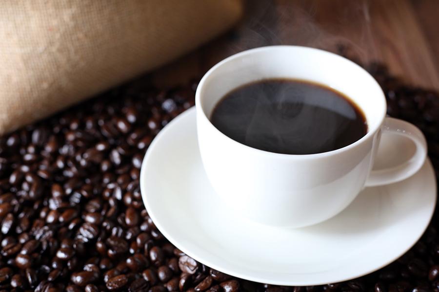 二日酔いの頭痛は一杯のコーヒーで和らげられる