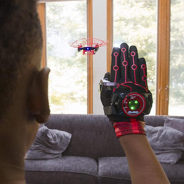 【面白グッズ】「Aura Drone」手のジェスチャーで操作できるドローン!
