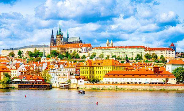 【チェコ】プラハ城「百塔の街を象徴する、世界最大のお城のひとつ」