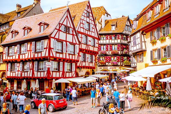 【フランス】「美女と野獣」や「ハウルの動く城」の舞台になった街