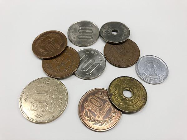 定期預金金利(0.01%)は1000万円預けて796円! 株なら4万円で同じ配当