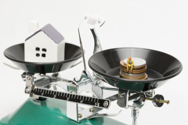 【住宅ローン】「元利均等返済」と「元金均等返済」はどっちがいい?