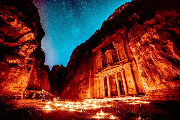 【ヨルダン】ペトラ「砂漠に築かれた、バラ色の古代都市」