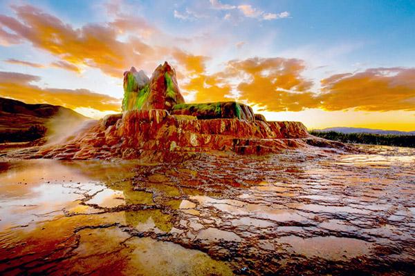【アメリカ】ブラックロック砂漠「極彩色の噴泉塔と、世界最大の奇祭」