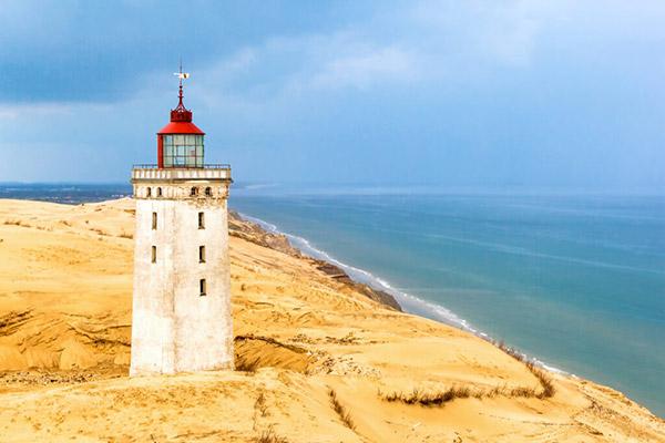 【デンマーク】ルビャオ・ クヌード灯台「海に沈みゆく灯台」