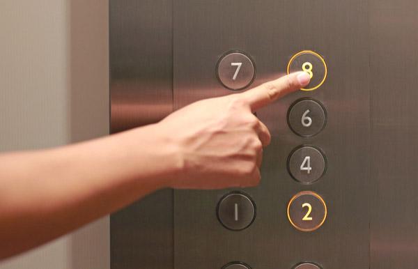 エレベーターの行き先階ボタンを間違えたらキャンセルする方法がある