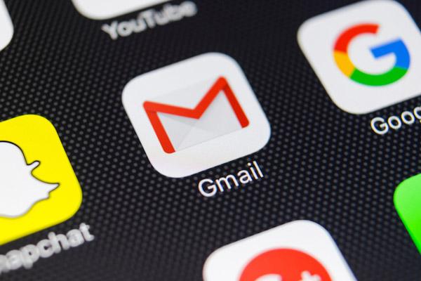 【Gmail】外出中や休暇中に届いたメールに自動返信する設定の方法