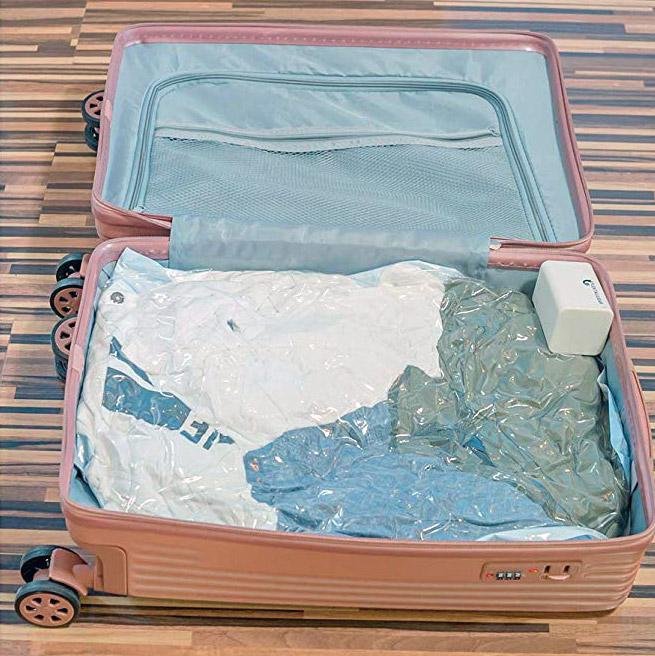 【便利グッズ】旅行で圧縮袋などを吸引してくれる電動エアポンプが超便利!