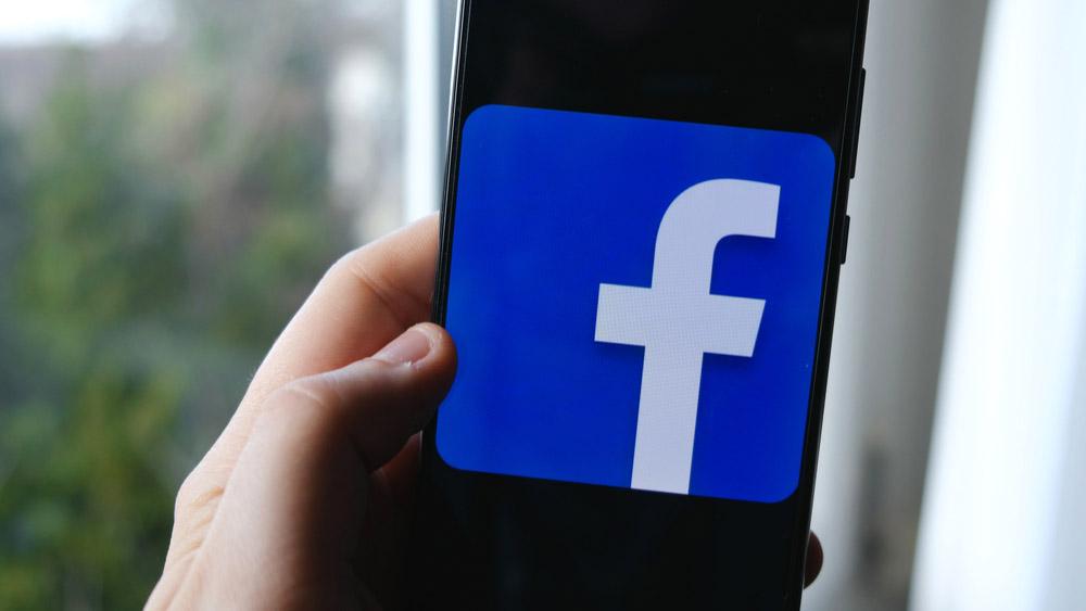 【Facebook】スマホだけで360度写真を撮って投稿したい!