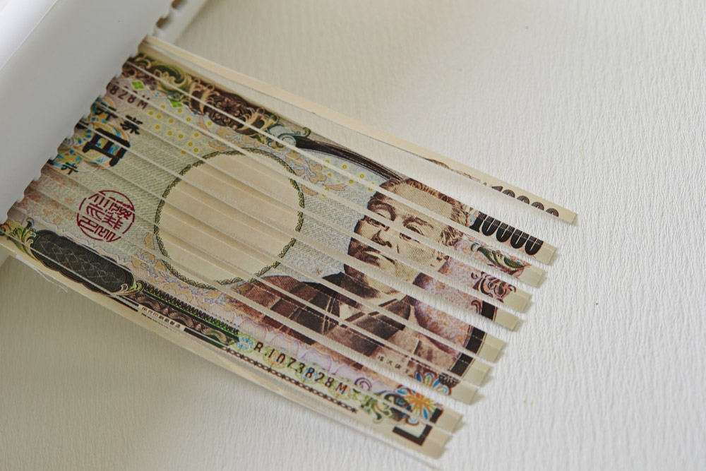 破れた紙幣を自分で貼り合わせて使用すると逮捕されるの?