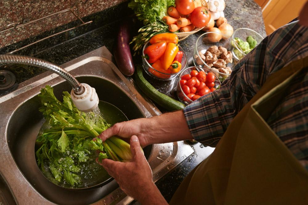 野菜の鮮度を50℃のお湯洗いでシャッキリ感を復活させる【裏ワザ】
