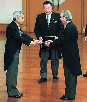文化勲章をもらうと年額350万円の終身年金が支給されるってホント?