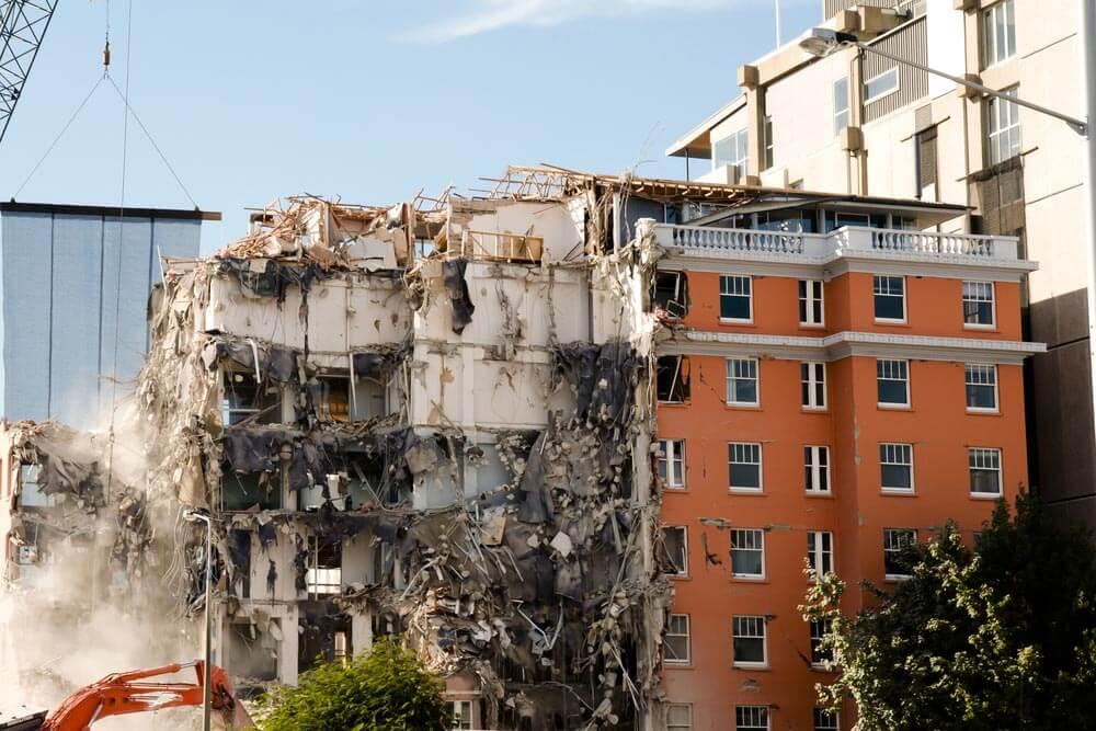 大地震のときタワーマンションは大丈夫なの? 倒壊しないの?