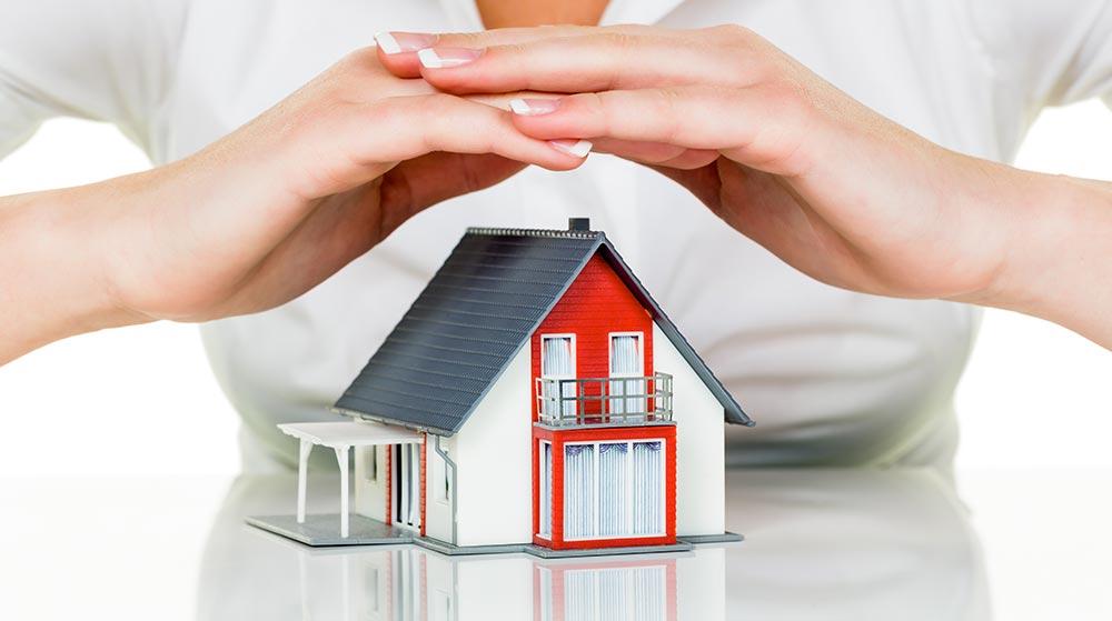 知っておきたい台風被害の保険! 隣家との破損トラブルの責任はどうなるの?