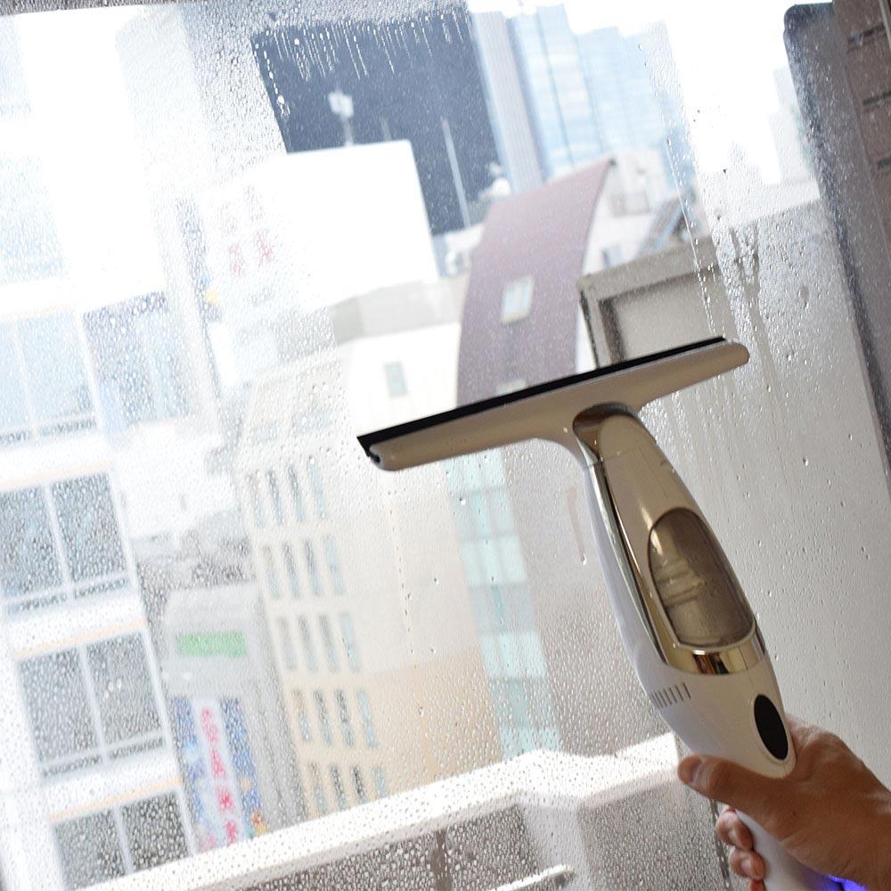 水が吸えるハンディ掃除機「スイトリーナースリム」ならジュースをこぼしても安心!