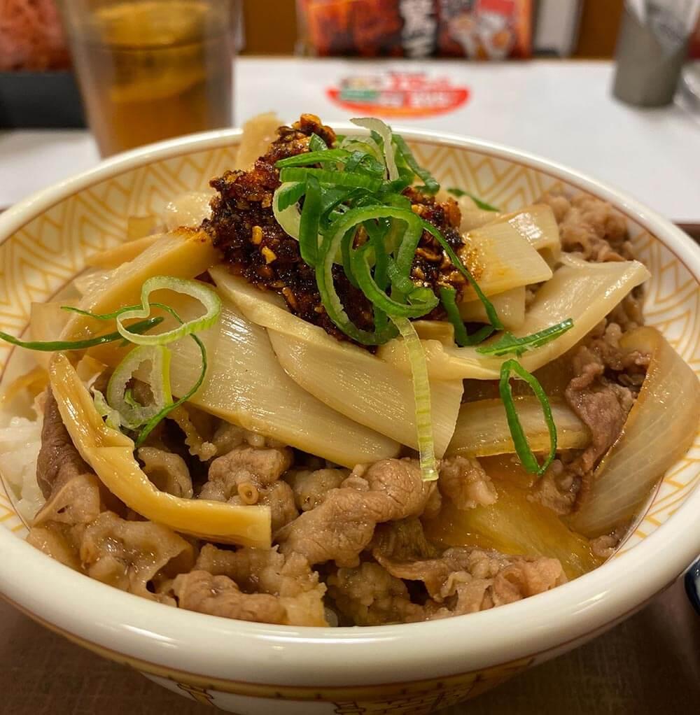 「すき家」史上最高傑作である「四川風食べラー・メンマ牛丼」がとんでもなく旨かった!