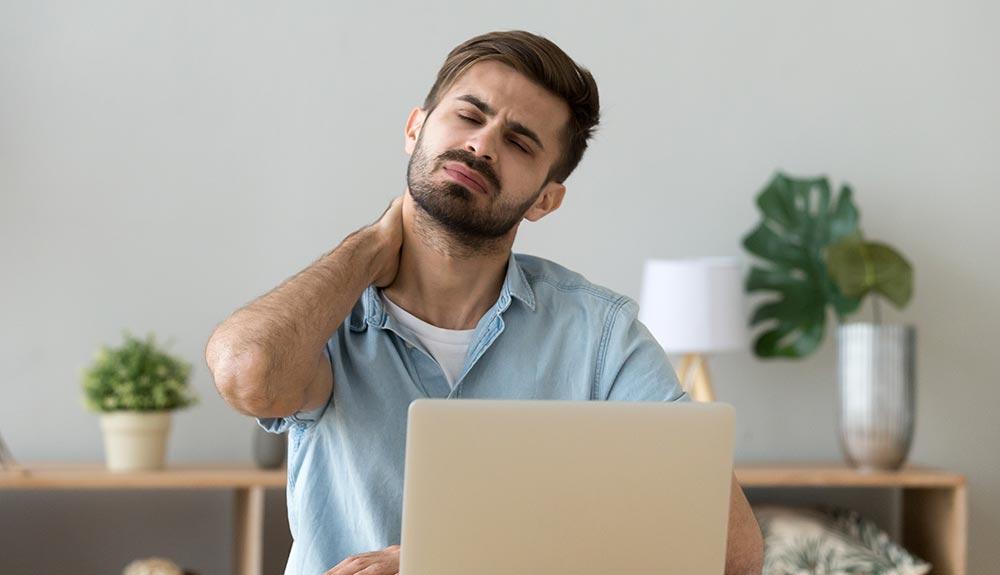 ノートパソコン肩こり解決法! ノートPCスタンドを使い姿勢を正せばグッと楽になる