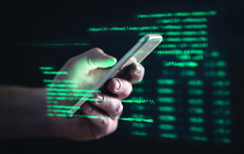 「ストーカーウェア・アプリ」の脅威 重要な会議内容や企業情報など盗まれているかも…