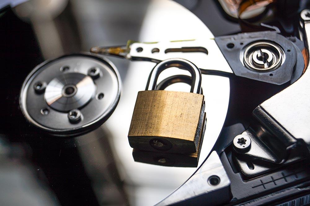 捨てたパソコンのHDD(ハードディスク)のデータ流出を完全に食い止める方法はあるのか?