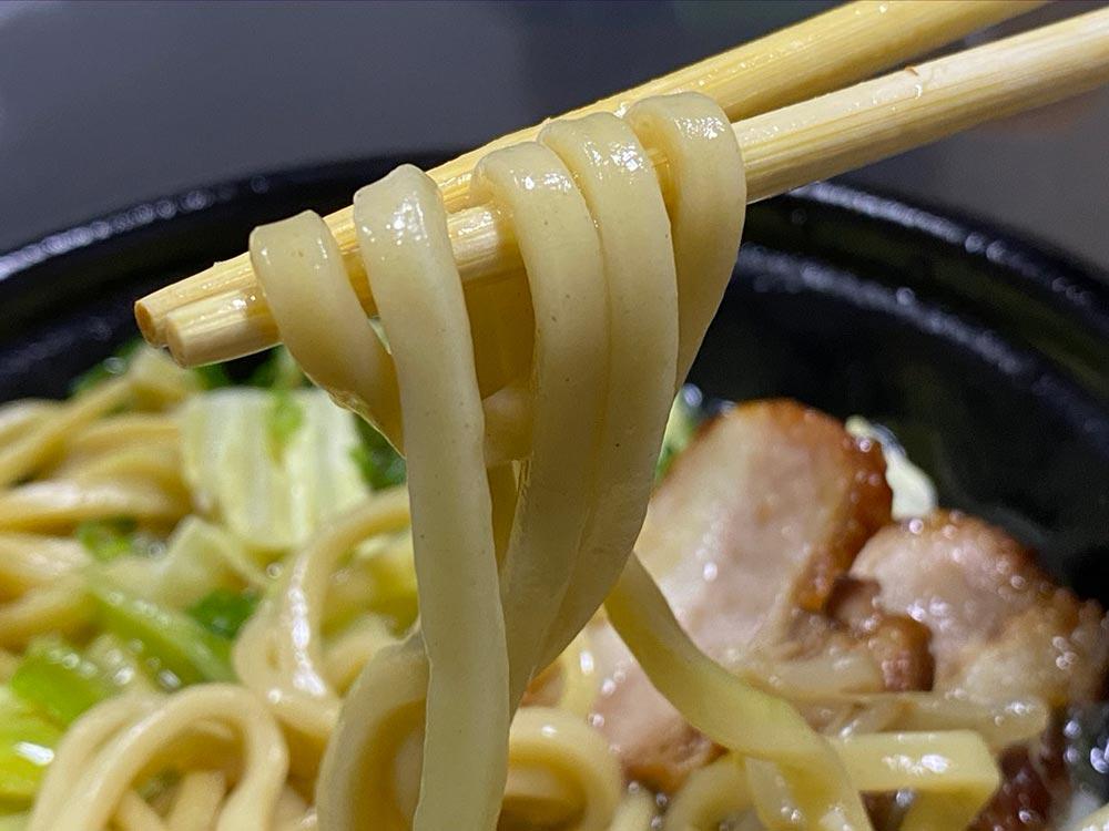 ローソンのチルド麺「麺屋一燈監修濃厚豚骨らーめん」見た目は二郎、味は〇〇だった