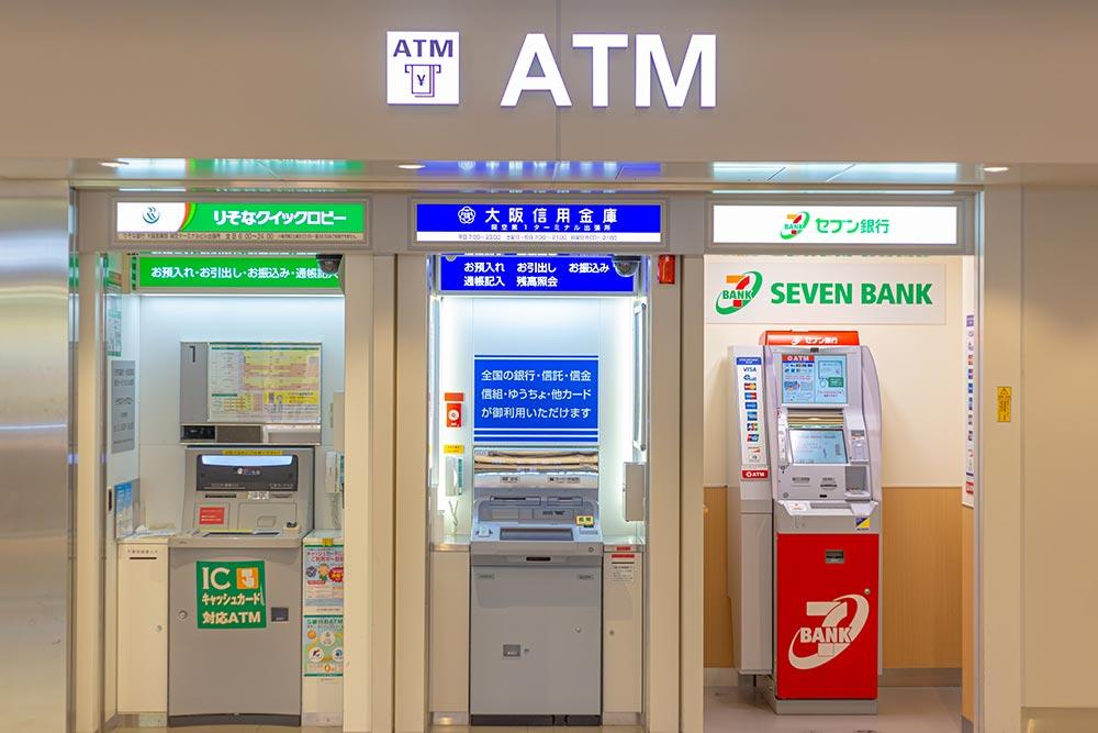 コンビニや銀行のATM手数料で大損しているかも? 年間では1万円以上損している可能性も