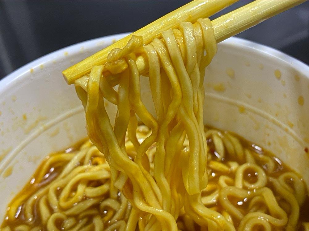 コンビニ、カップ麺カレー系では「コク辛鶏白湯ガーリックチーズカレー味」がトップレベルの出来